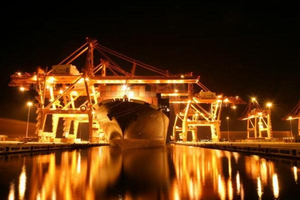 夜色中的阿姆斯特丹港
