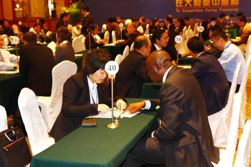 中国和非洲两家企业到指定地点洽谈