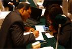 中印两家企业代表交流代理合作项目