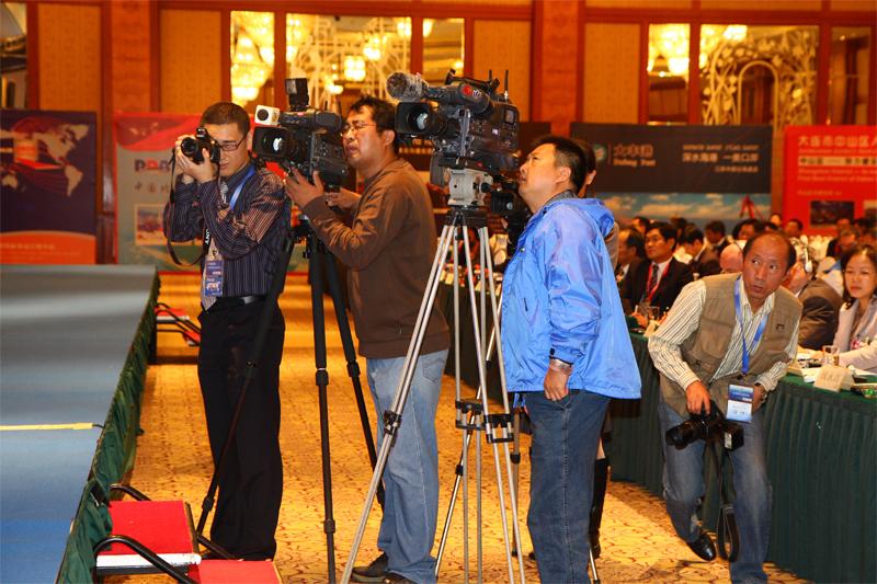 国内外权威媒体报道海峰会开幕盛况