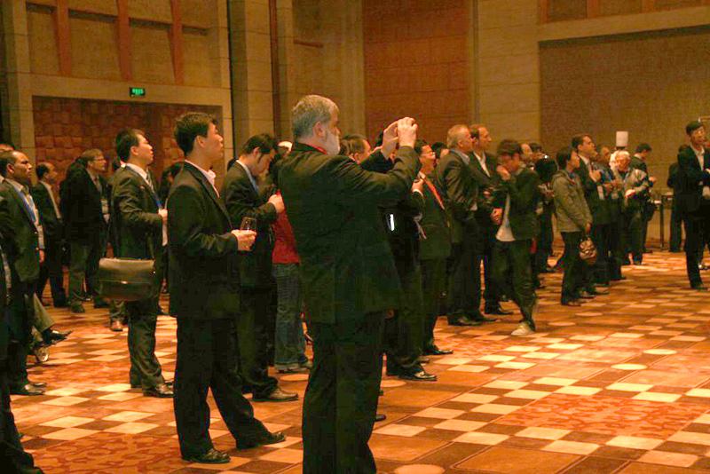 国内外近三百家企业参加招待酒会