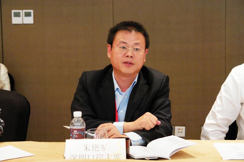 深圳口岸主席迅航星辰货运朱艳军总经理发言