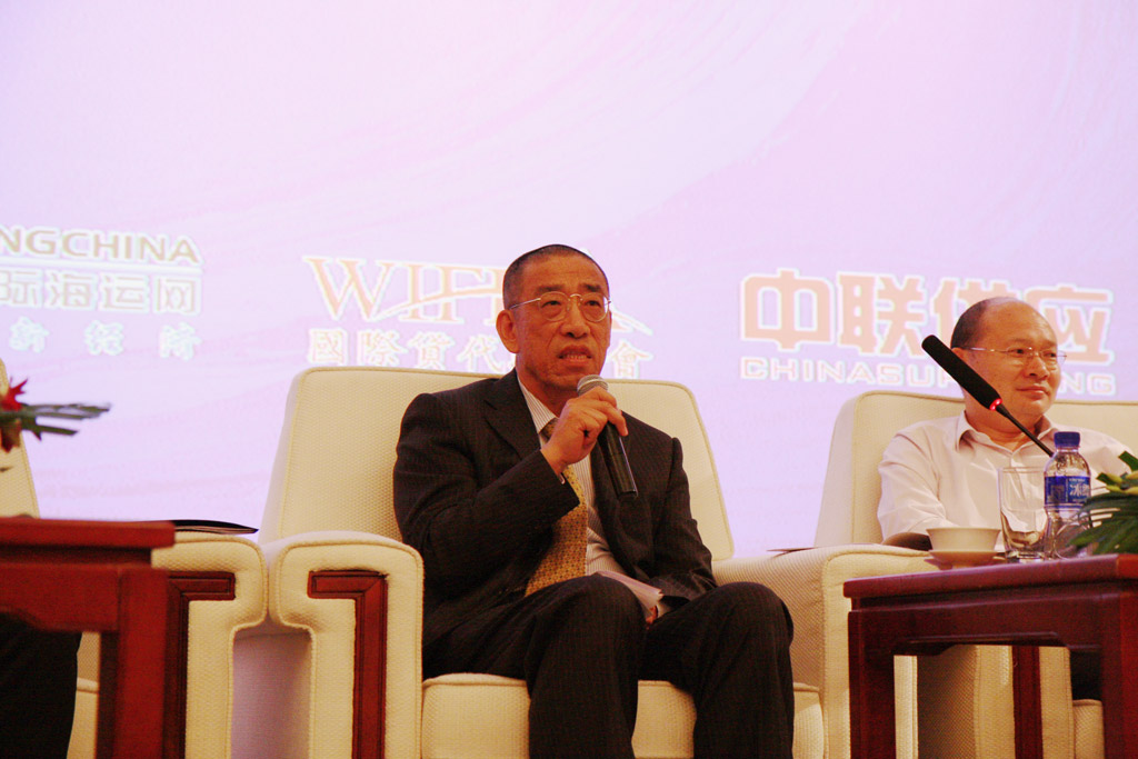 Professor Liu Bin,Director of Institute of World Economy, Dalian Maritime University