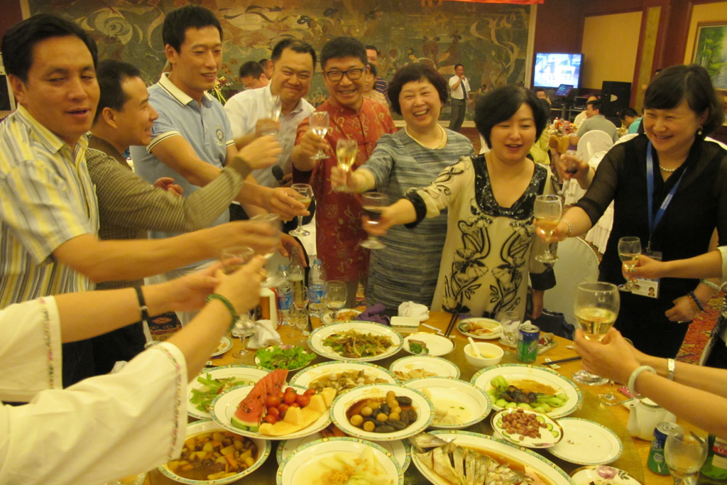 Guests from WIFFA-Dalian Port Toasting Together
