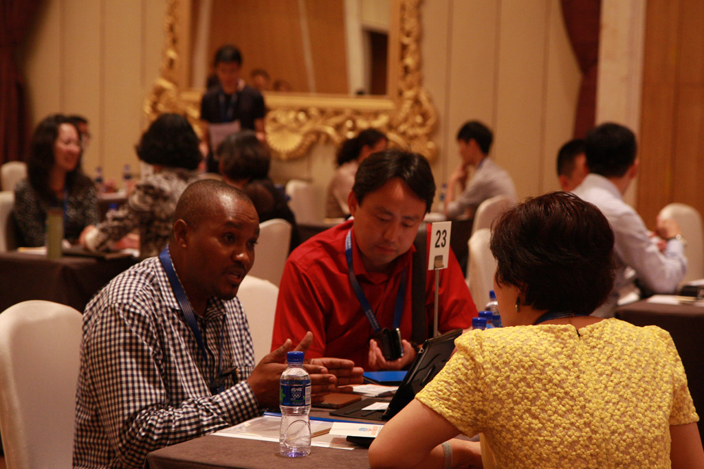 Agents from China and Tanzania Discussing the Project Cooperation