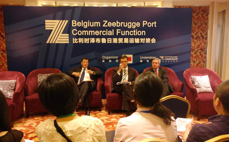 泽布鲁日港口负责人回答记者提问