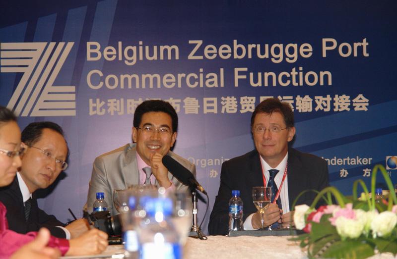 中国国际海运网CEO康树春担任主持人