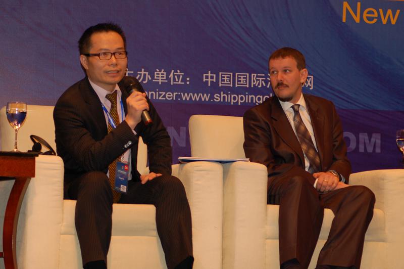 与会嘉宾Simon Su博士(BMT Asia Pacific的董事及首席经济师)与施琥先生(勒阿弗尔港务局上海代表处首席代表)在三方论坛热议港口发展前景