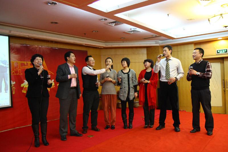 口岸主席赵淑春总经理带领成员企业老总向其他口岸恭贺新年
