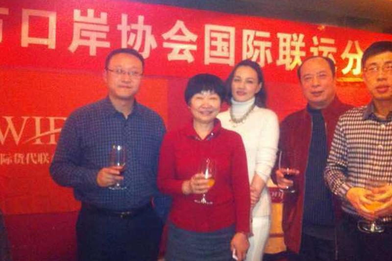 宁波口岸会员老总与WIFFA秘书处李玲秘书长举杯贺新春