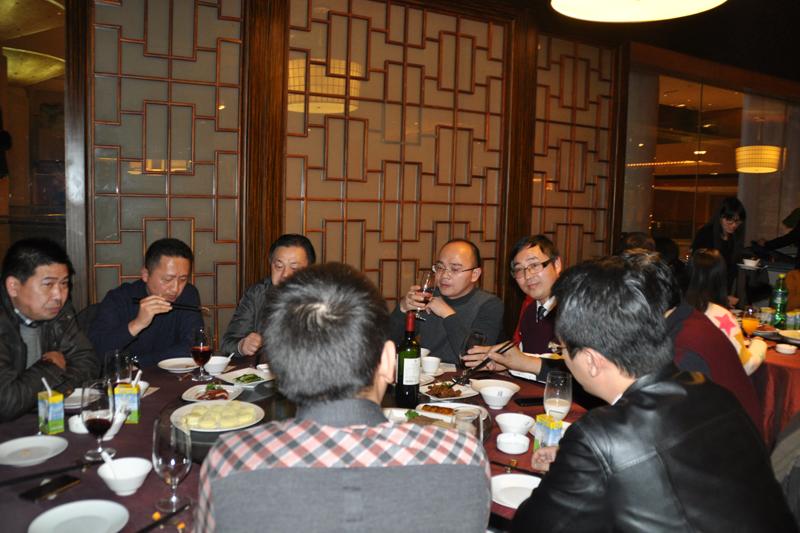 宁波口岸各会员企业代表在晚宴上交流