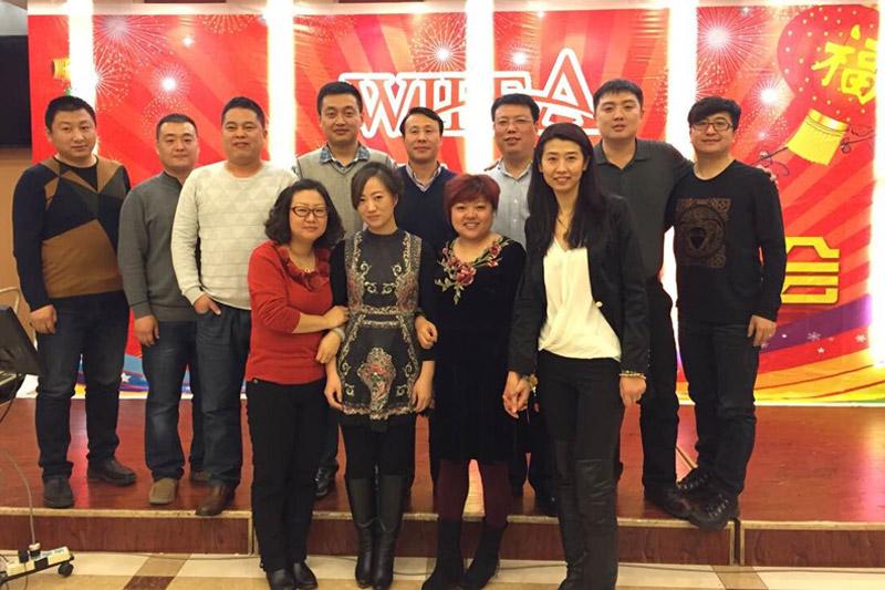 天津口岸新年联谊会全体会员代表的集体合影,口岸的会员企业无一缺席